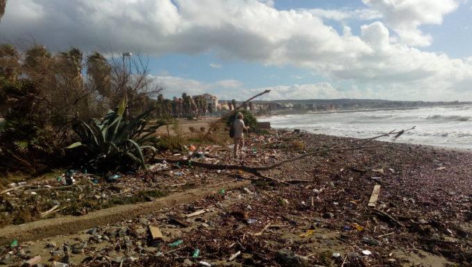 Si contano i danni alla Marina di Civitavecchia dopo la tempesta di vento ed onde