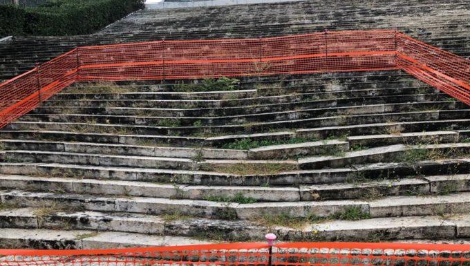 """Colosseo quadrato, Eur, Massaro (FI): """"Scalinata in condizioni penose"""""""