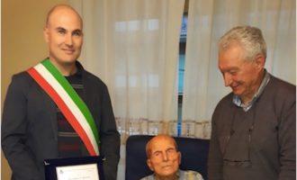 Civitavecchia, il signor Giuseppe festeggia 100 anni gli auguri dell'amministrazione comunale