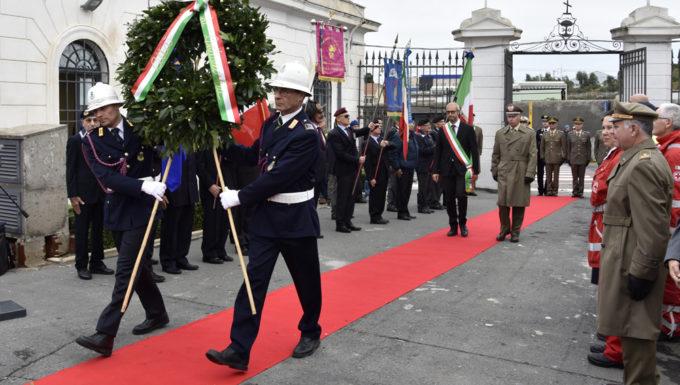 Il Gen. D. Roberto D'Alessandro ed il Sindaco di Civitavecchia hanno commemorato i defunti di tutte le guerre