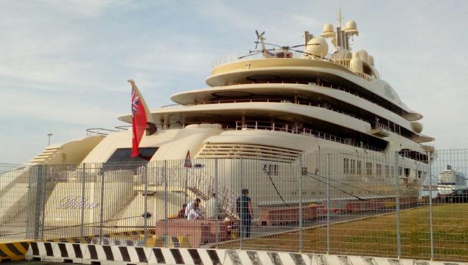 Al porto di Civitavecchia il mega yacht 'Dilbar' del valore di oltre 650 milioni di euro del magnate uzbeko Usmanov
