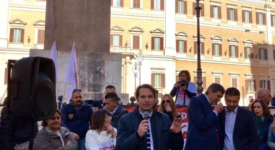 """Massaro (FI): """"Oggi in piazza al fianco del comitato venditori 18135"""""""