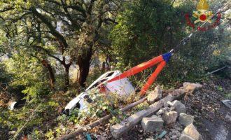 Tolfa, auto precipita in una scarpata tenuta in bilico da un albero salvo il conducente