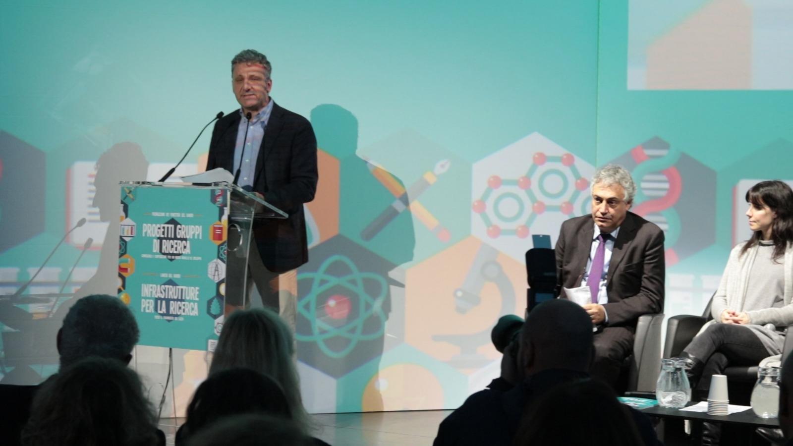 """Massimiliano Smeriglio premia i vincitori del bando """"Progetti gruppi di ricerca"""""""