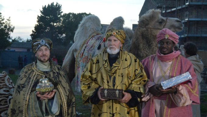 I re magi arrivano al presepe vivente di Tarquinia