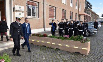 Il ministro dell'ambiente e della tutela del territorio e del mare Sergio Costa in visita alla Capitaneria di porto di Civitavecchia