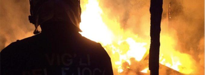 Civitavecchia, incendio ad un fienile pronto intervento degli uomini della Bonifazi