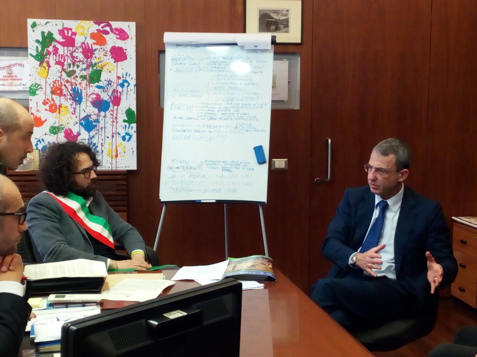 Rifiuti Roma: il sindaco di Cerveteri Pascucci consegna l'appello al ministro Costa