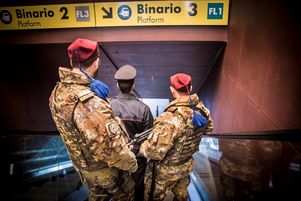 Giovanissime borseggiatrici fermate alla metro Barberini