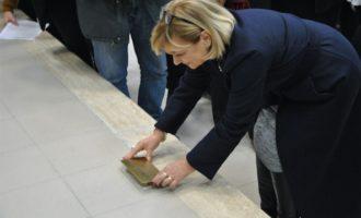 """Deposizione della """"Pietra d'Inciampo"""" allo Stendhal di Civitavecchia"""