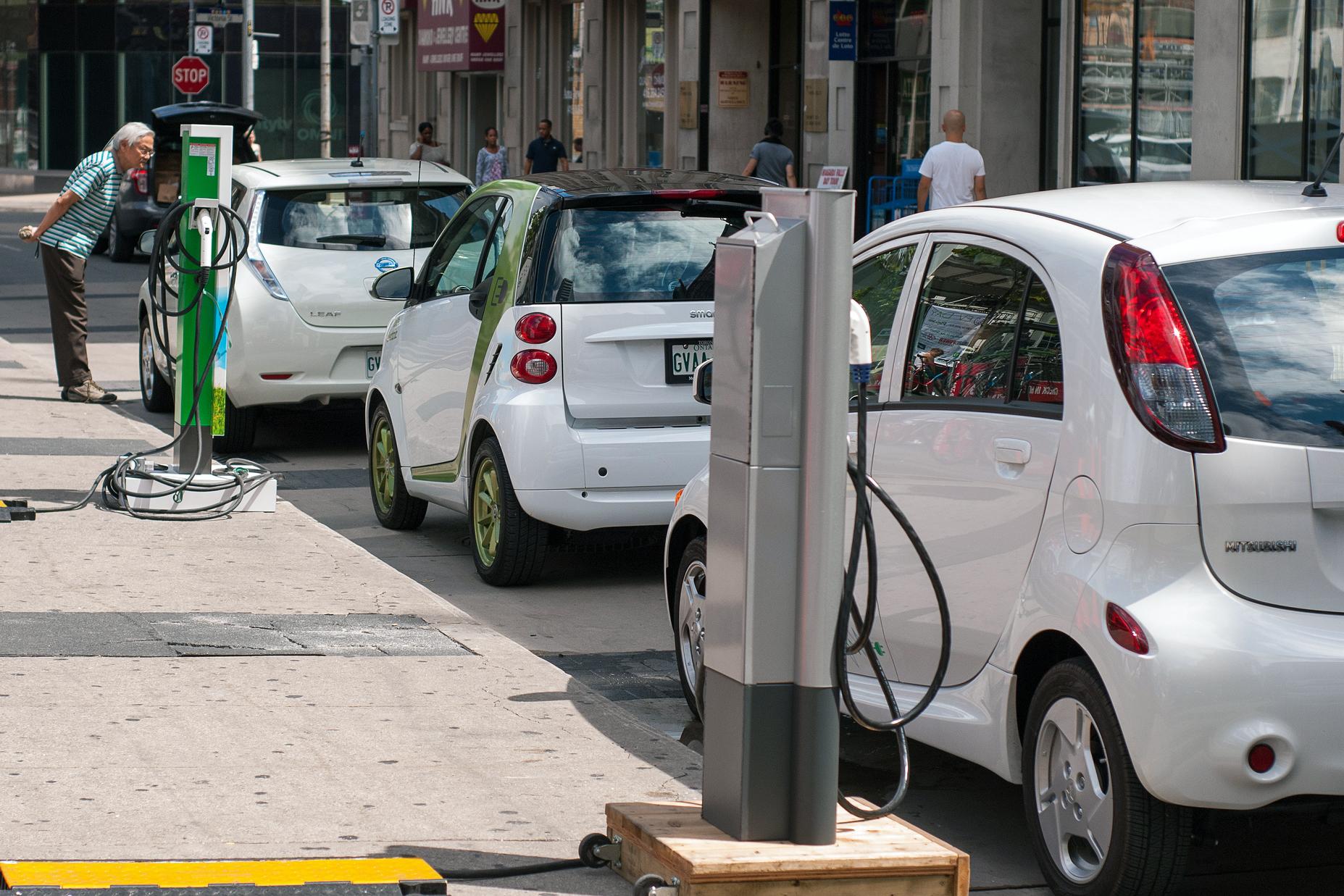 A Civitavecchia le prime 10 colonnine per la ricarica dei mezzi elettrici