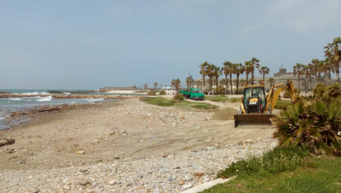 Iniziati i lavori di livellamento degli arenili alla Marina di Civitavecchia