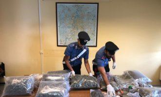 Chiamano i Carabinieri per musica ad alto volume e una infiltrazione d'acqua trovati invece 10,6 kg di marijuana e 2,5 kg di hashish