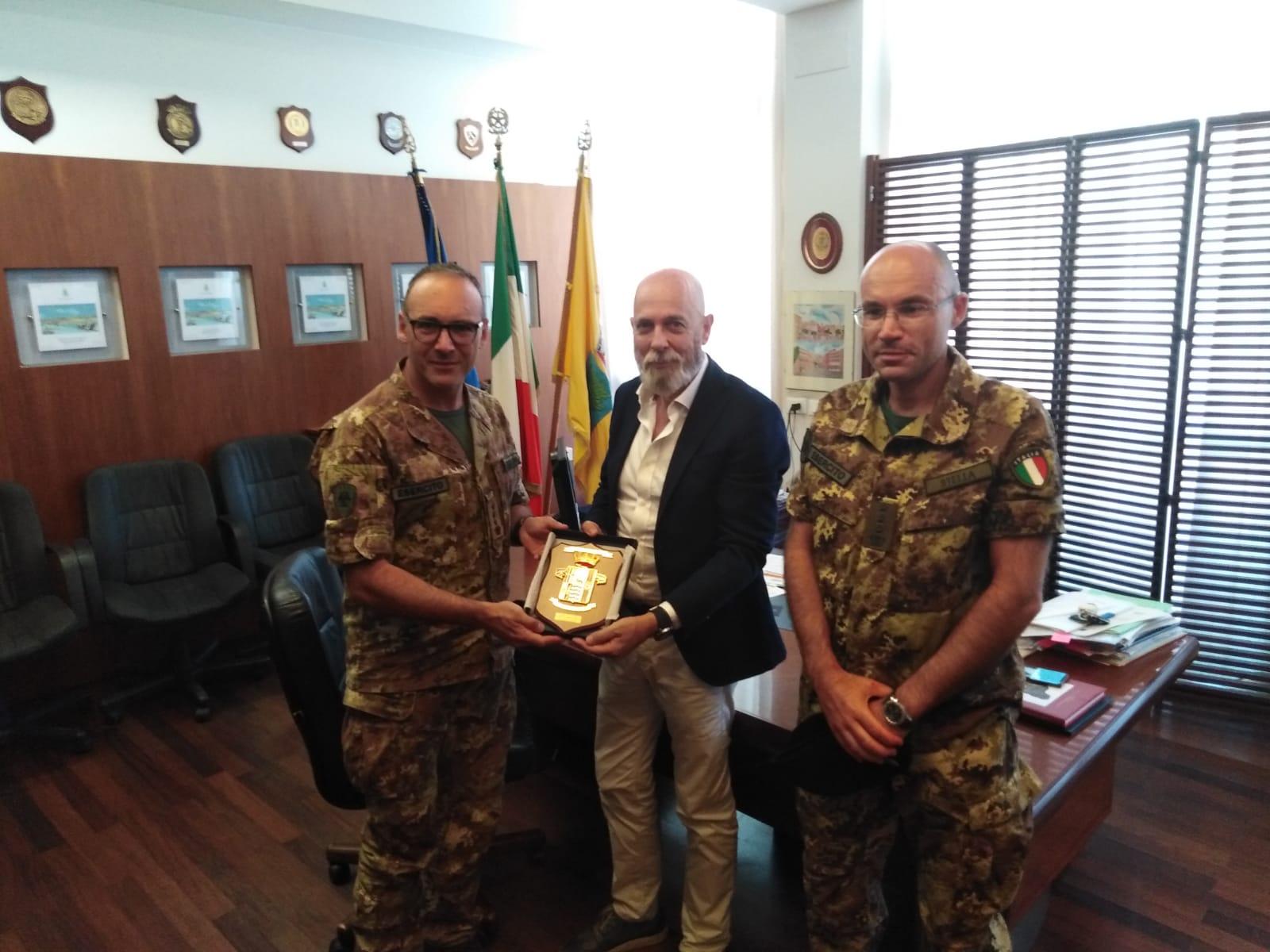 """Civitavecchia, passaggio di consegne per il  7° reggimento difesa CBRN """"Cremona"""""""