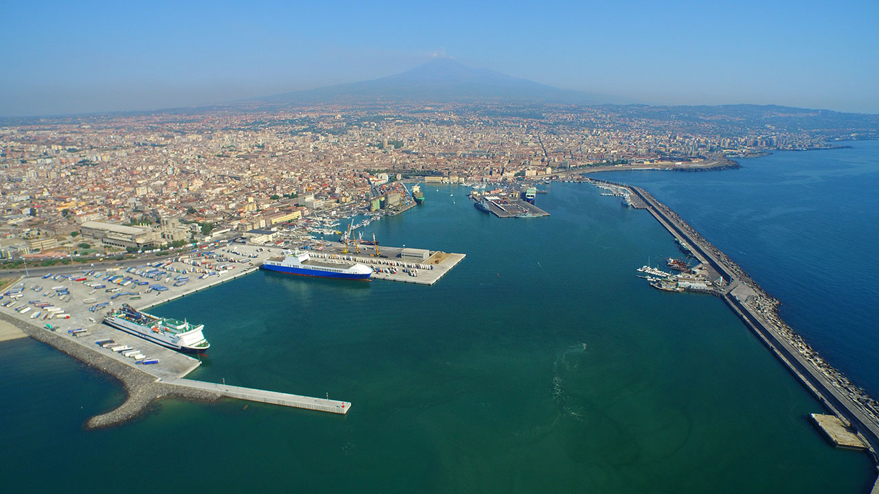"""Covid-19: porti italiani, gli armatori scrivono al Governo: """"Urgente individuare soluzioni adeguate"""""""
