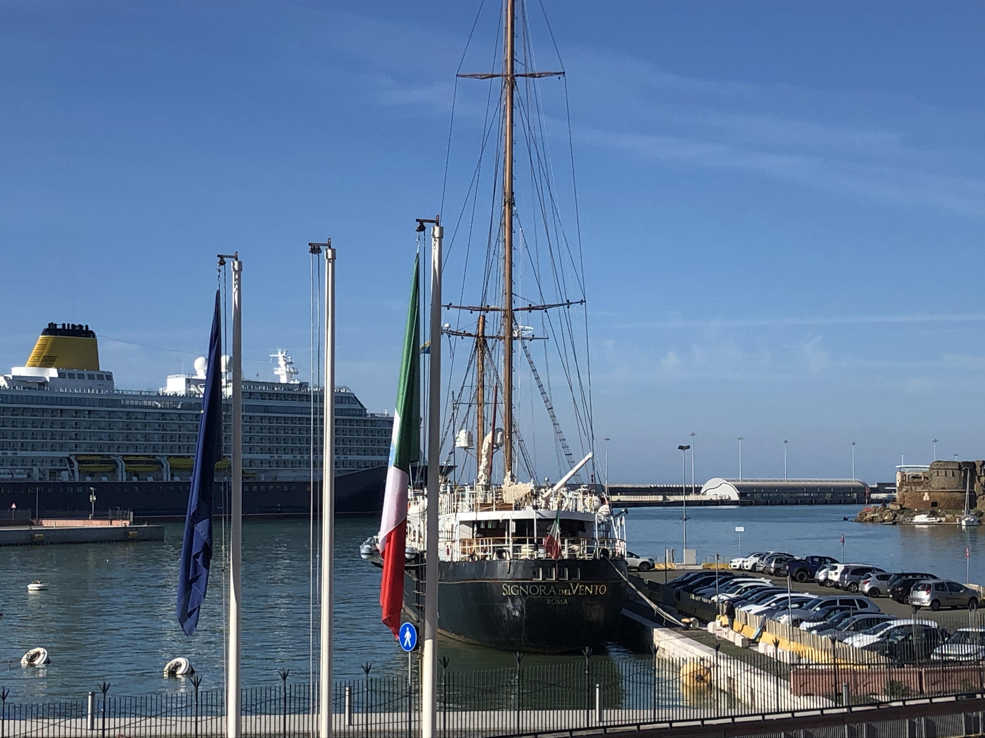 La Signora del Vento accolta in porto a Civitavecchia