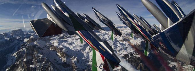 Coppa del mondo di sci alpino: le Frecce Tricolori stendono il Tricolore in Alta Badia