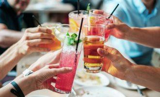 Civitavecchia, movida notturna vietati alcolici e bevande in vetro le nuove regole multe fino a 500 euro