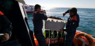 La Guardia Costiera di Civitavecchia ferma tre pescatori abusivi di ricci di mare sequestrati più di 1200 ricci di mare