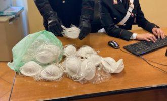 Carabinieri sanzionano venditore ambulante abusivo di mascherine
