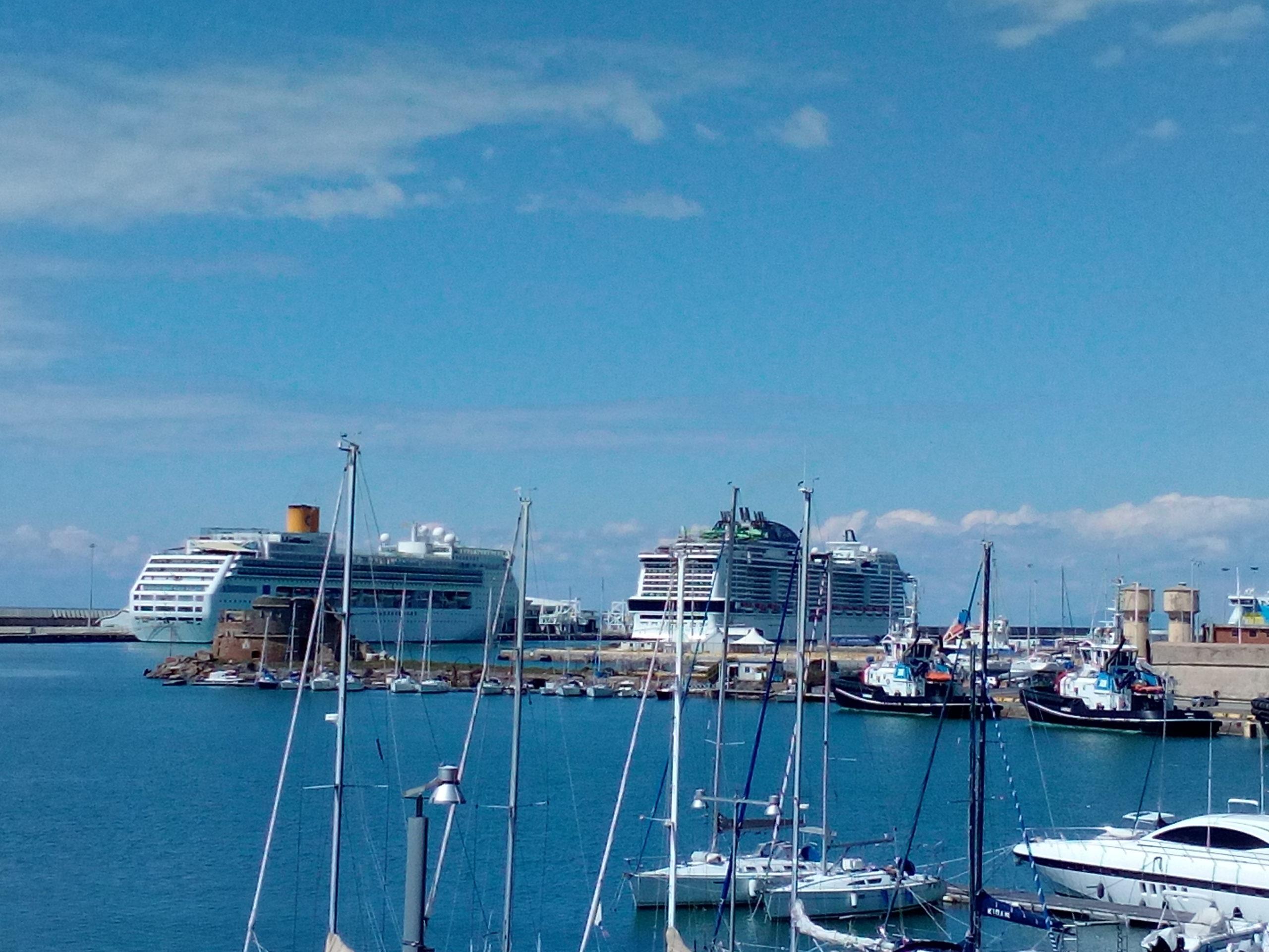 Arrivata al porto di Civitavecchia la Costa Victoria domani lo sbarco e pullman per l'aeroporto