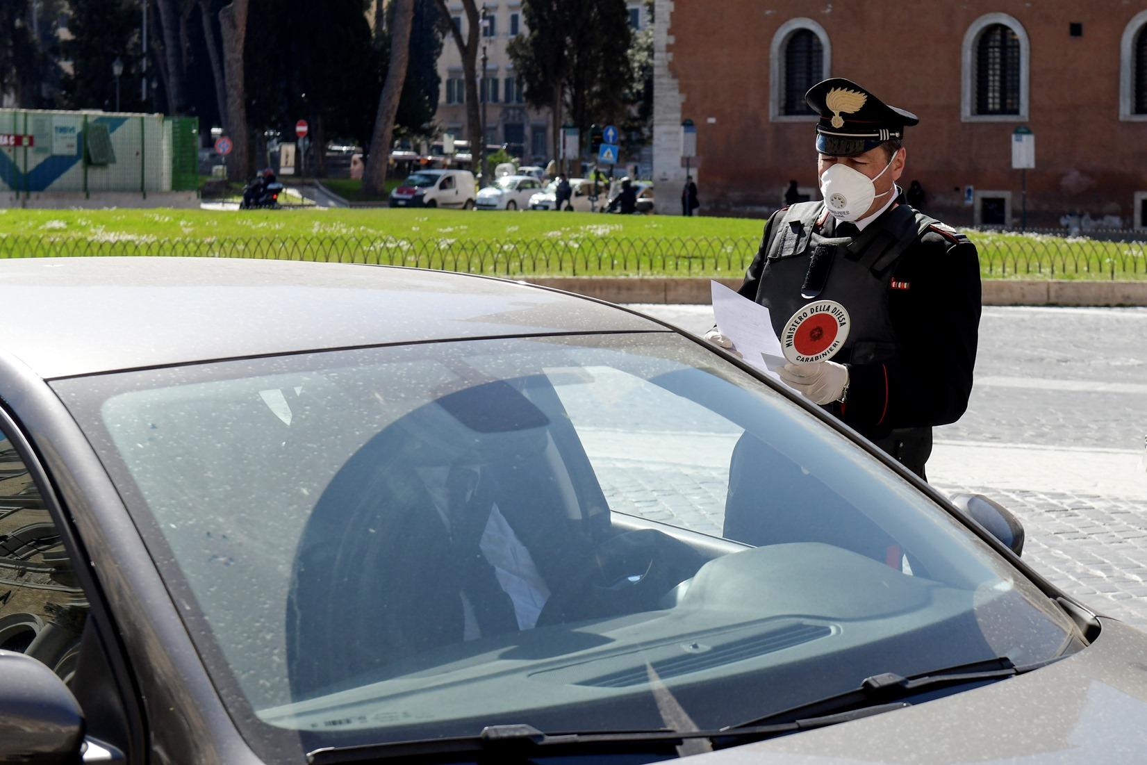Roma, raddoppiate le autobotti per le sanificazioni delle strade