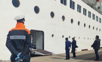Le autorità brasiliane fanno visita ai cittadini imbarcati su Costa Victoria al porto di Civitavecchia