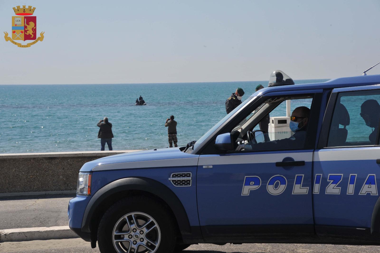 Ostia, continuano i controlli sul litorale romano sanzionati dalla Polizia di Stato due giovani romani sorpresi a pescare